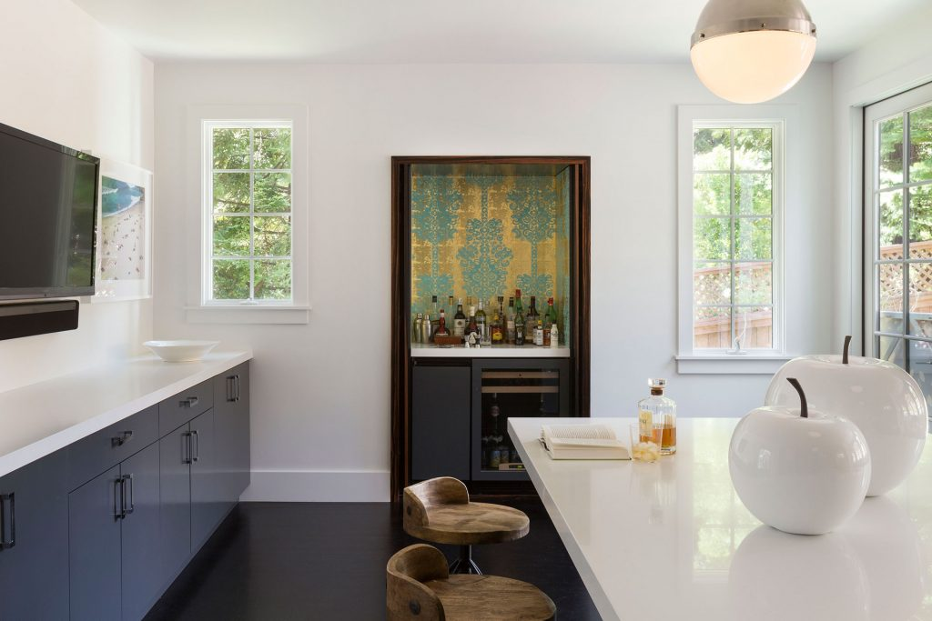 super-white-honed-install-1-credit-to-designed-by-ann-lowengart-interiors